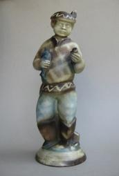 Mann mit Fisch (Formnummer 16), 1924, Höhe 45 cm, Entwurf: Augusta Kaiser
